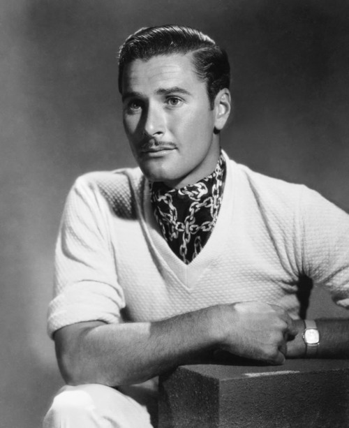 errol-flynn-pencil-mustache-3
