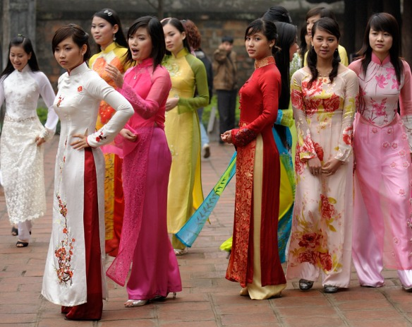 ao dai - traditional dress of vietnamese girl