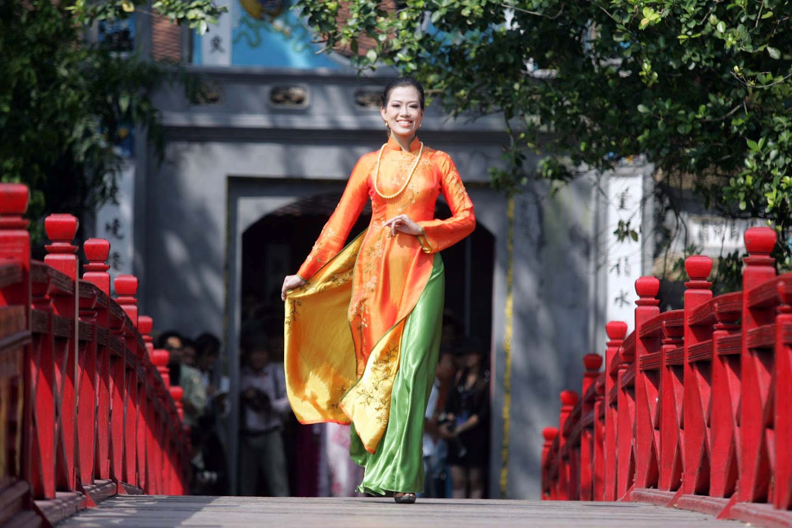 the history and cultural significance of the ao dai Ao dai is one of very profound impressions about vietnam we are proud of ao dai because of its history, beauty, the significance of the attire upon vietnamese women and all things that it shows for pure beauty.