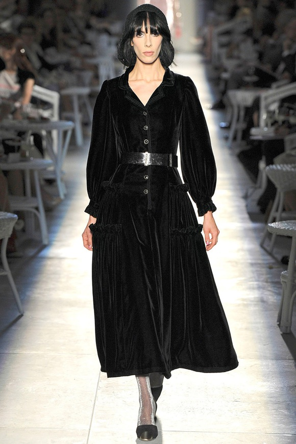 files_2012_07_03_chanel_fall_2012_couture_runway_31_092803909022_chanel_fall_2012_runway