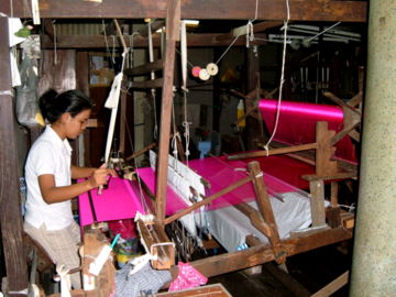 thai-silk-weavers-3