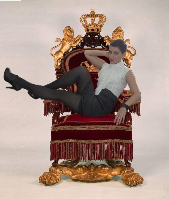 Throne_Dina