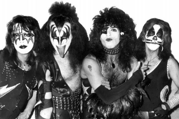 357002-heavy-metal-rock-band-kiss-gallery-l-039-scape-alt-650x433-