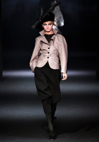 john-galliano-rtw-fw2012-runway-23_165911126922.jpg_article_singleimage
