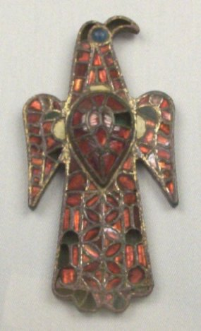 bronze-and-glass-paste-enamel-of-eagle-fibula-aquiliforme
