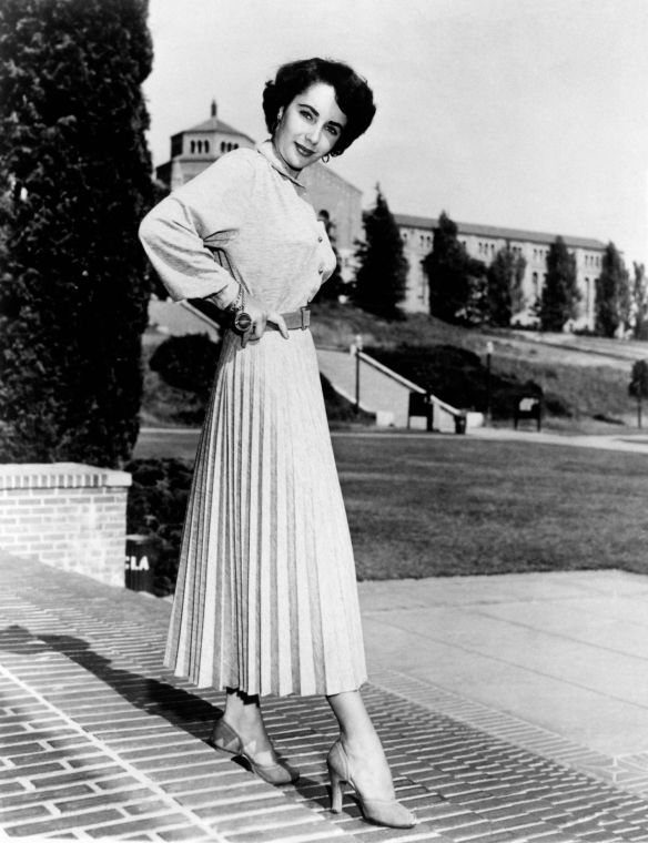 02-elizabeth-taylor-pleated-skirt-1950-main