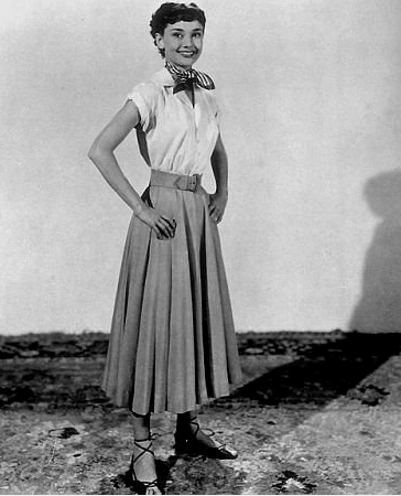 Audrey-Hepburn-sweet-feeling-feminine-dressing-from-Roman-Holiday